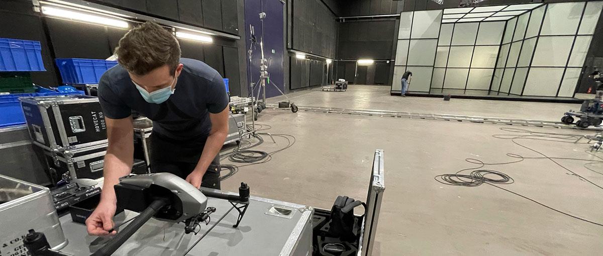 Terra X: Studiodreh mit Drohne im Studio Babelsberg
